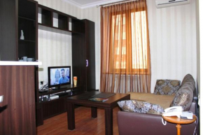 Cozy Apartnents near Hotel Armenia Mariot